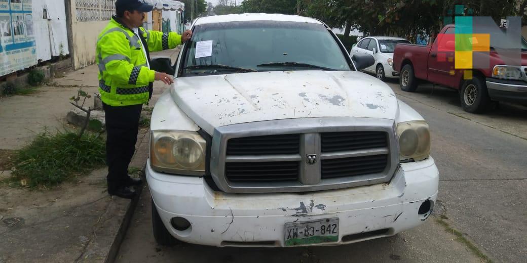 Retiran autos maceta y colocan señalética en calles de Coatzacoalcos