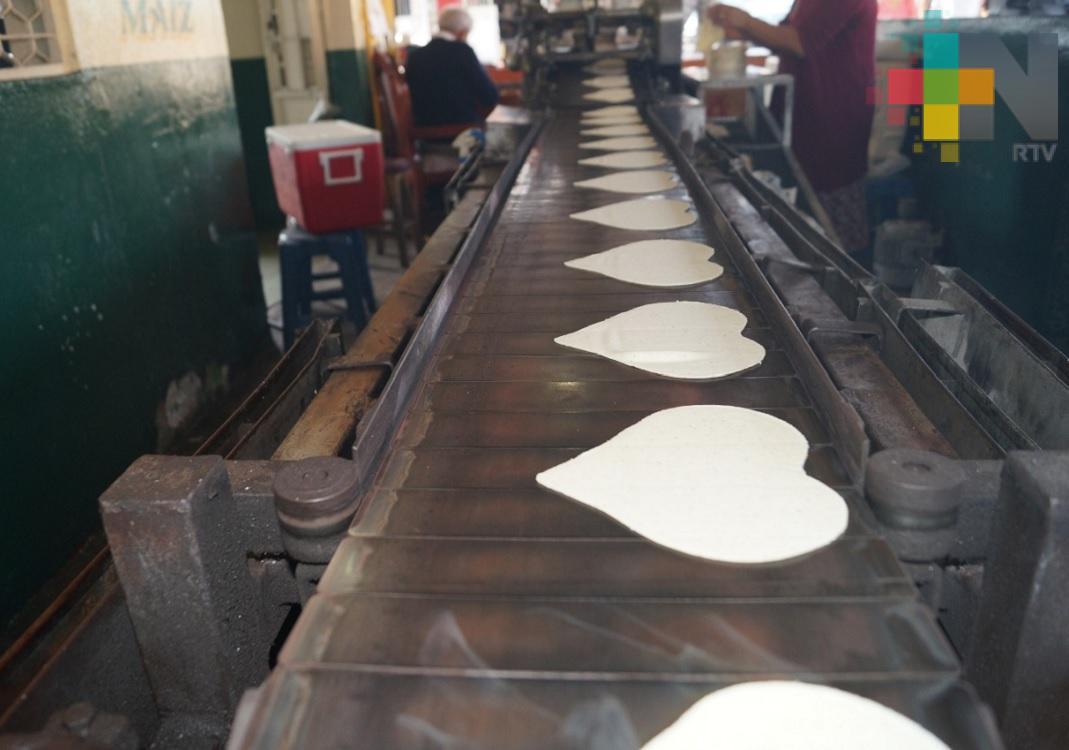 Con motivo del Día del Amor y la Amistad se venden tortillas en forma de corazón