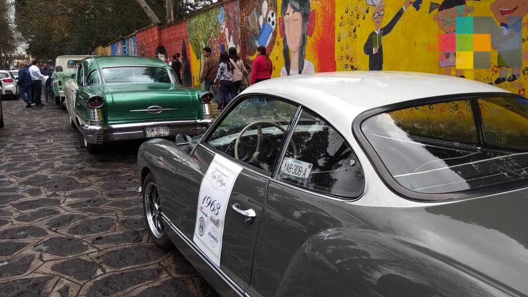 Buscan propietarios de autos antiguos obtener placas especiales