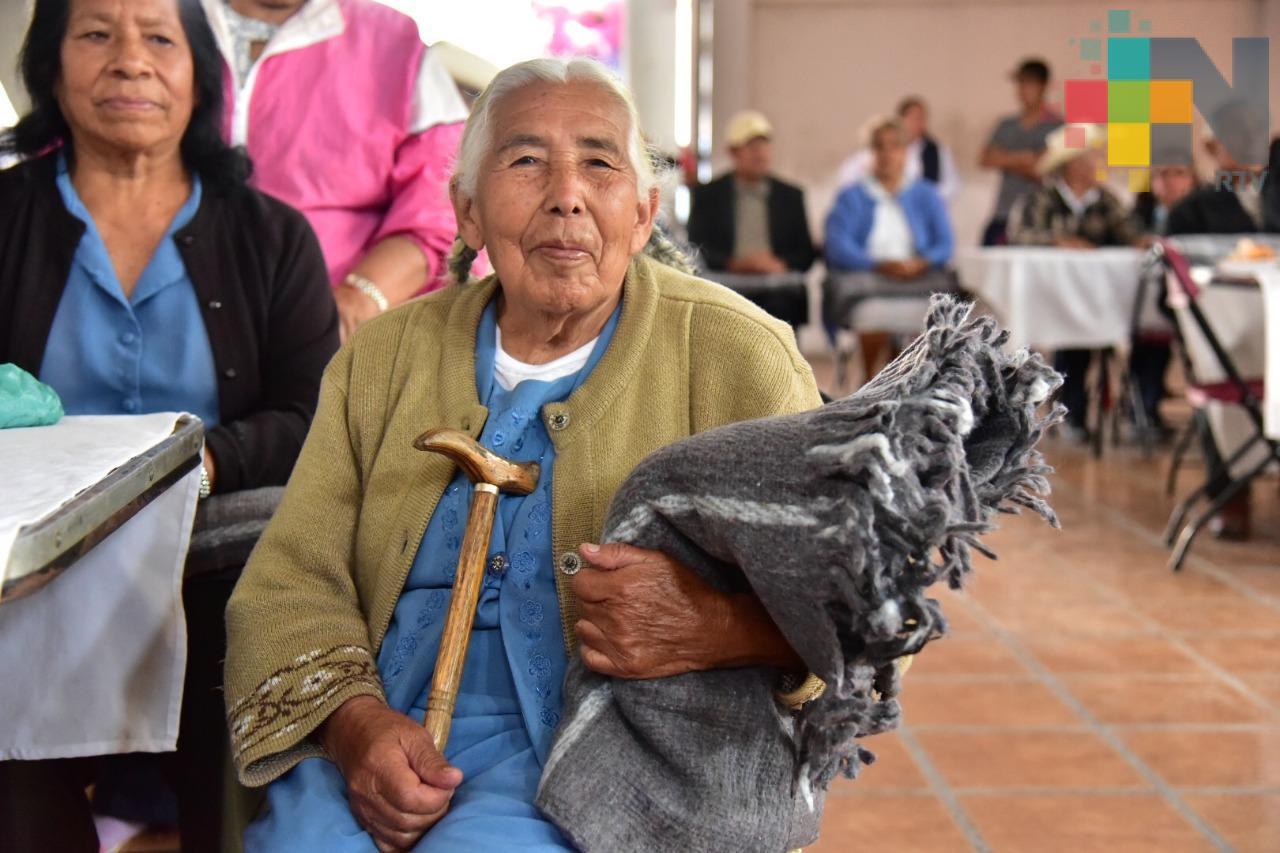 En Veracruz continúa el proceso de entrega de apoyos a personas de la tercera edad