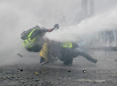Manifestante perdió una mano por estallido de granada