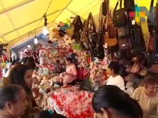 """Instalan """"Tianguis del amor"""" en Tuxpan"""