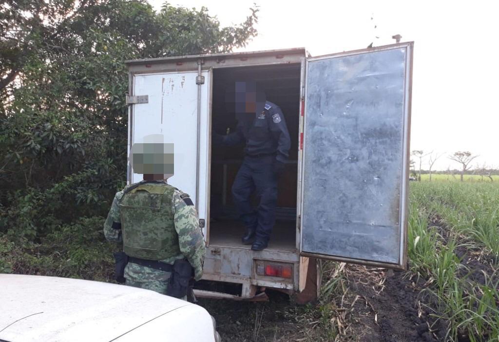 Recuperan fuerzas del orden 3 vehículos, hay 5 detenidos