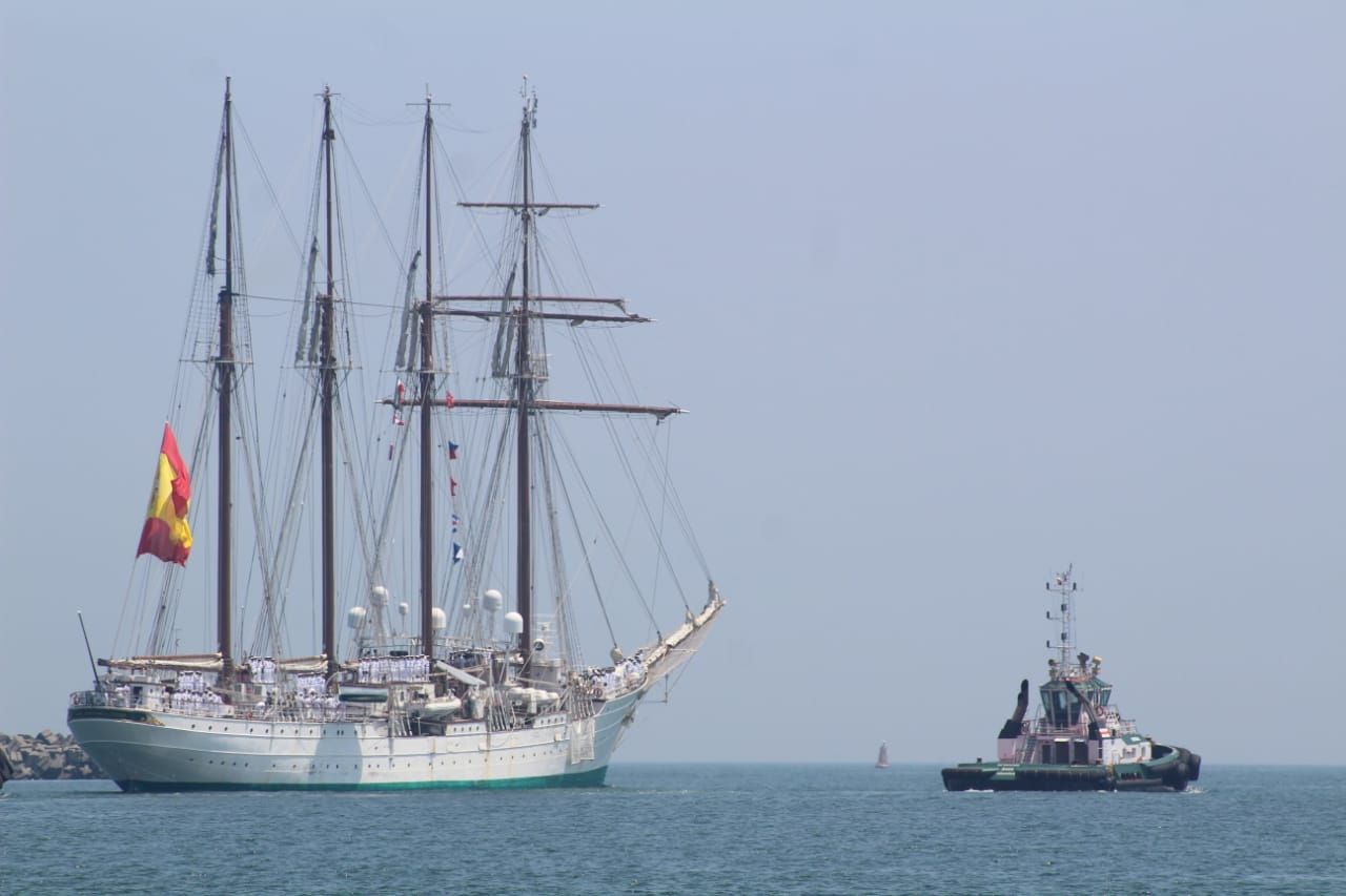 "Partió el buque español ""Juan Sebastián de Elcano"""
