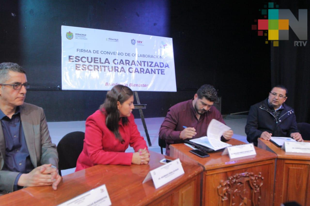 Impulsan SEV y Huatusco ordenamiento legal de planteles educativos