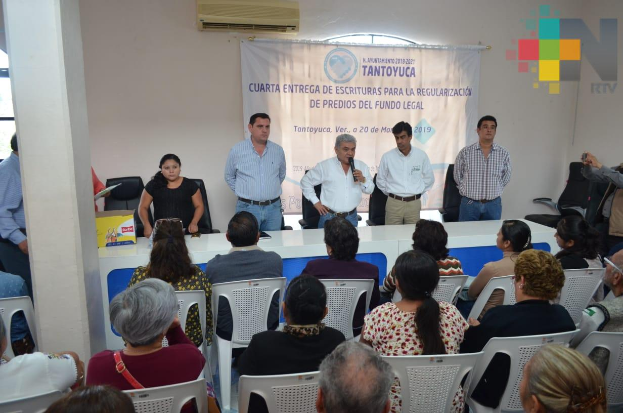 Dueños de predios en Tantoyuca reciben escrituras
