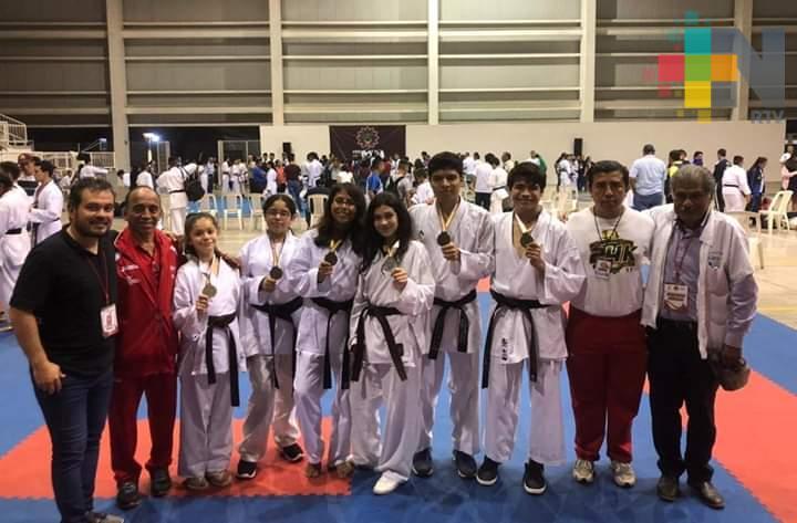 Karatecas de Coatzacoalcos avanzan rumbo a Olimpiada Nacional