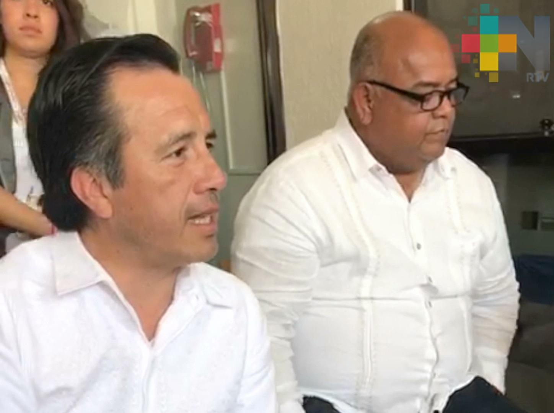 Se reúne el gobernador Cuitláhuac Jiménez con extrabajadores del SAT