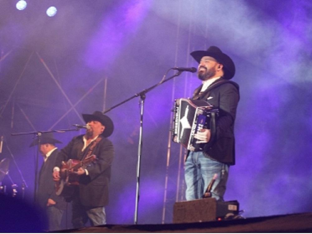 Intocable cierra primer día del Vive Latino ante 90 mil fans