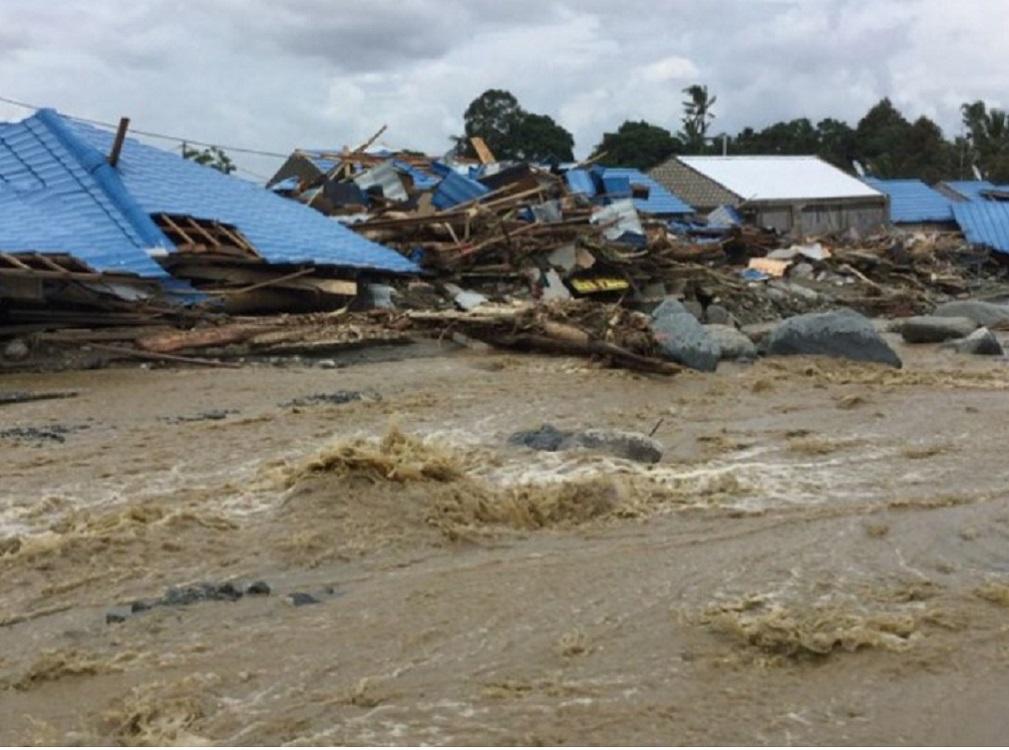 Inundaciones en Indonesia dejan 61 muertos