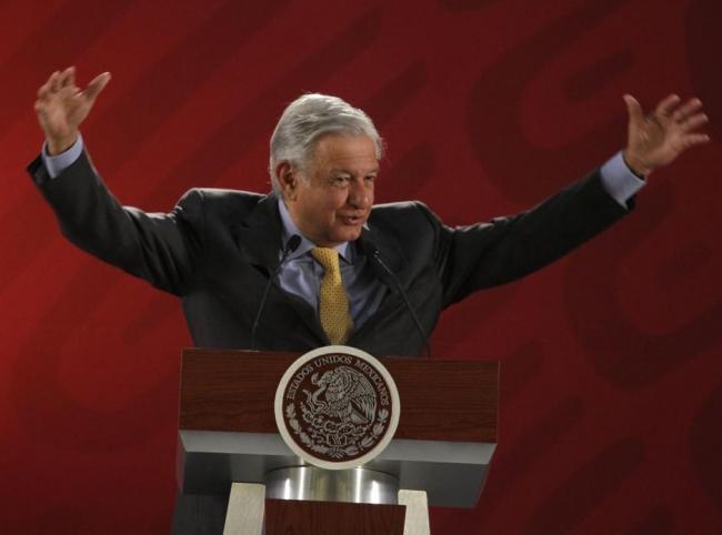 Llama López Obrador a garantizar igualdad entre hombres y mujeres