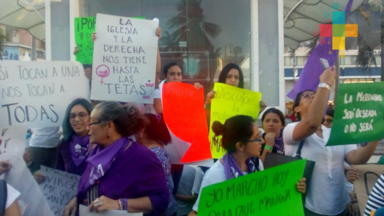 Marchan por la igualdad de género, en el puerto de Veracruz