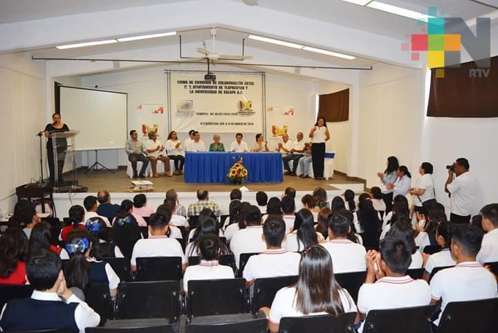 Firman convenio ayuntamiento de Tlapacoyan y Universidad de Xalapa