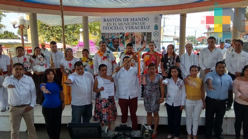 Entregan en Teocelo, bastón de mando a representante de la gubernatura indígena de Veracruz