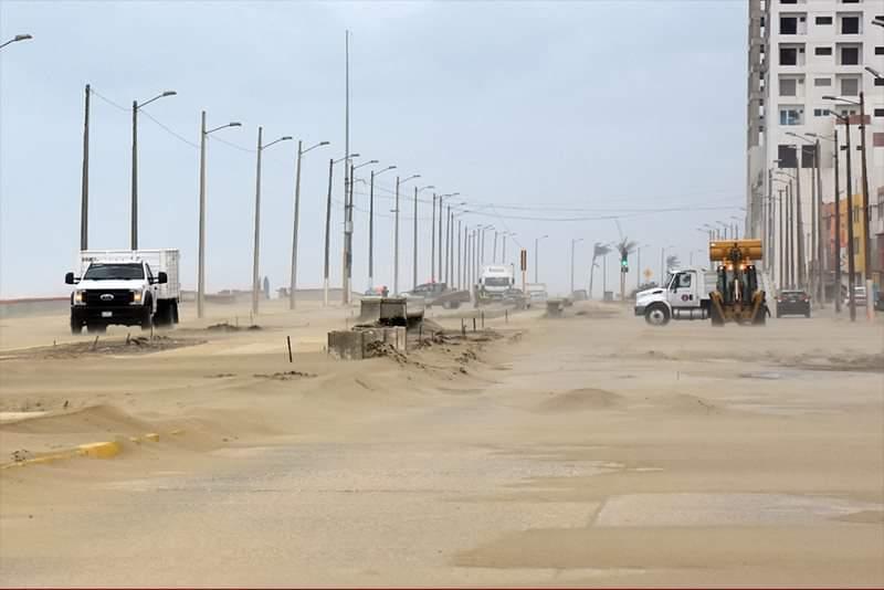 UV y ayuntamiento proyectan evitar invasión de arena en malecón de Coatzacoalcos