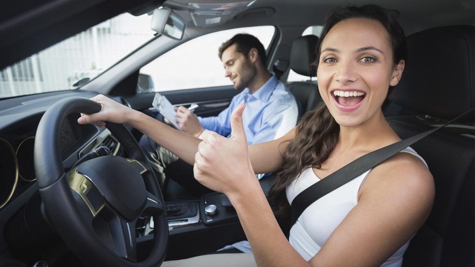 Escuelas de manejo deben homologarse para certificar a conductores