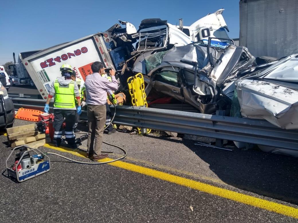 Espectacular accidente carretero en carretera Acatzingo-Ciudad Mendoza