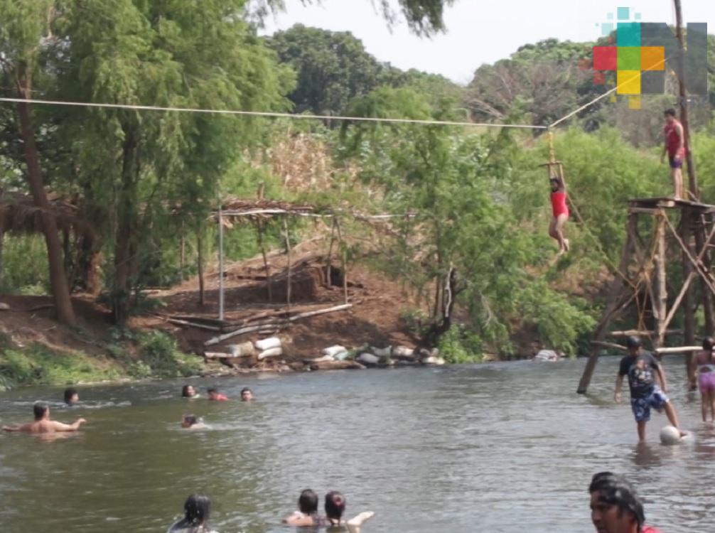 """En Mecayapan desarrollan balenario natural con """"parque acuático"""" rústico"""