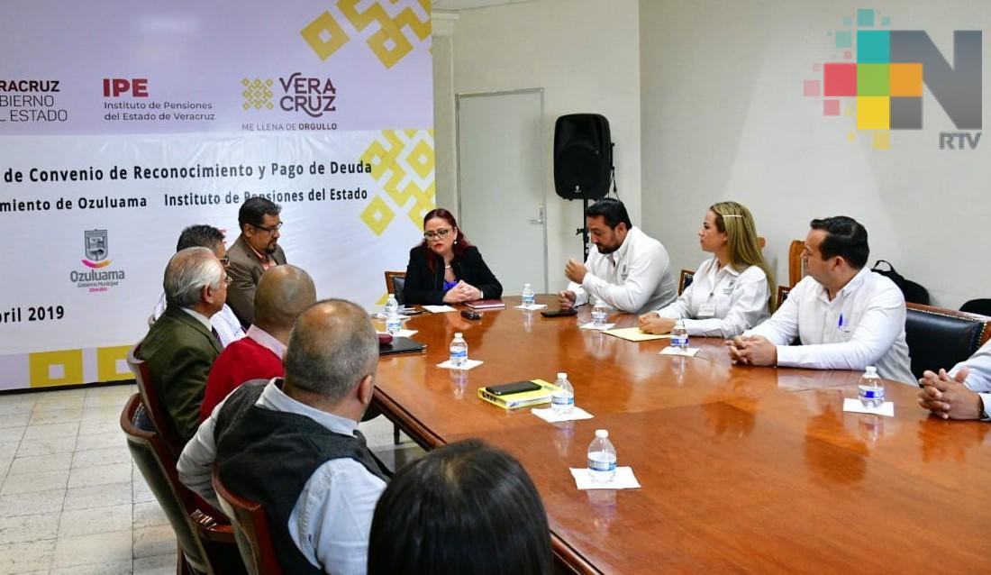 Firma IPE convenios de reconocimiento de adeudos, con Ozuluama y San Juan Evangelista