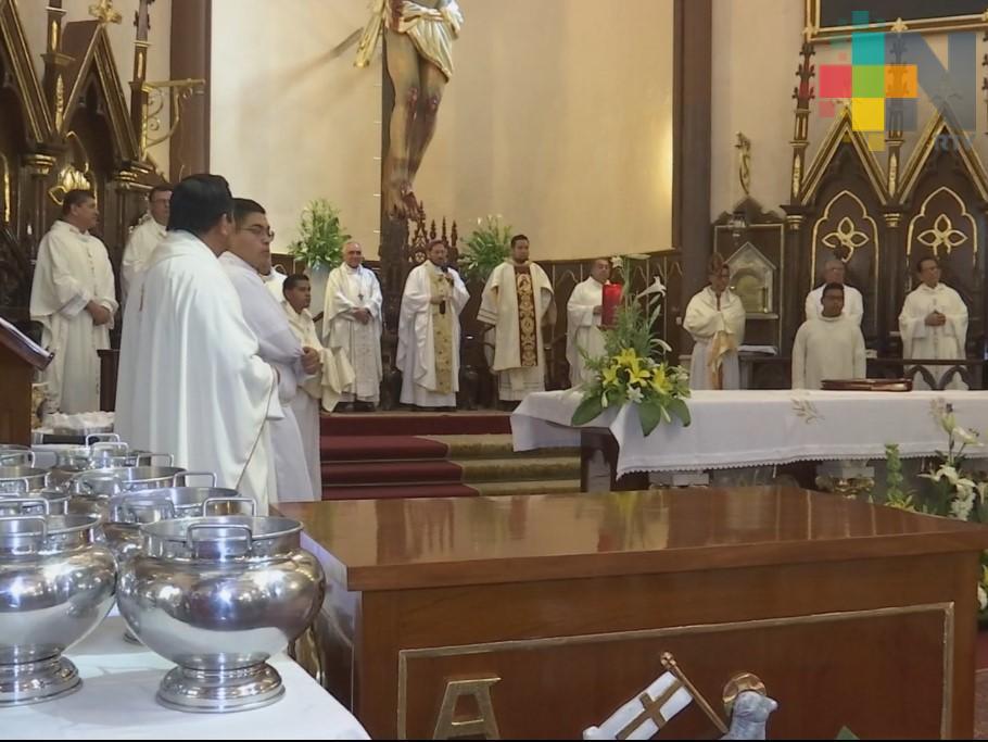 Celebran misa del Santo Crisma en catedral de Xalapa