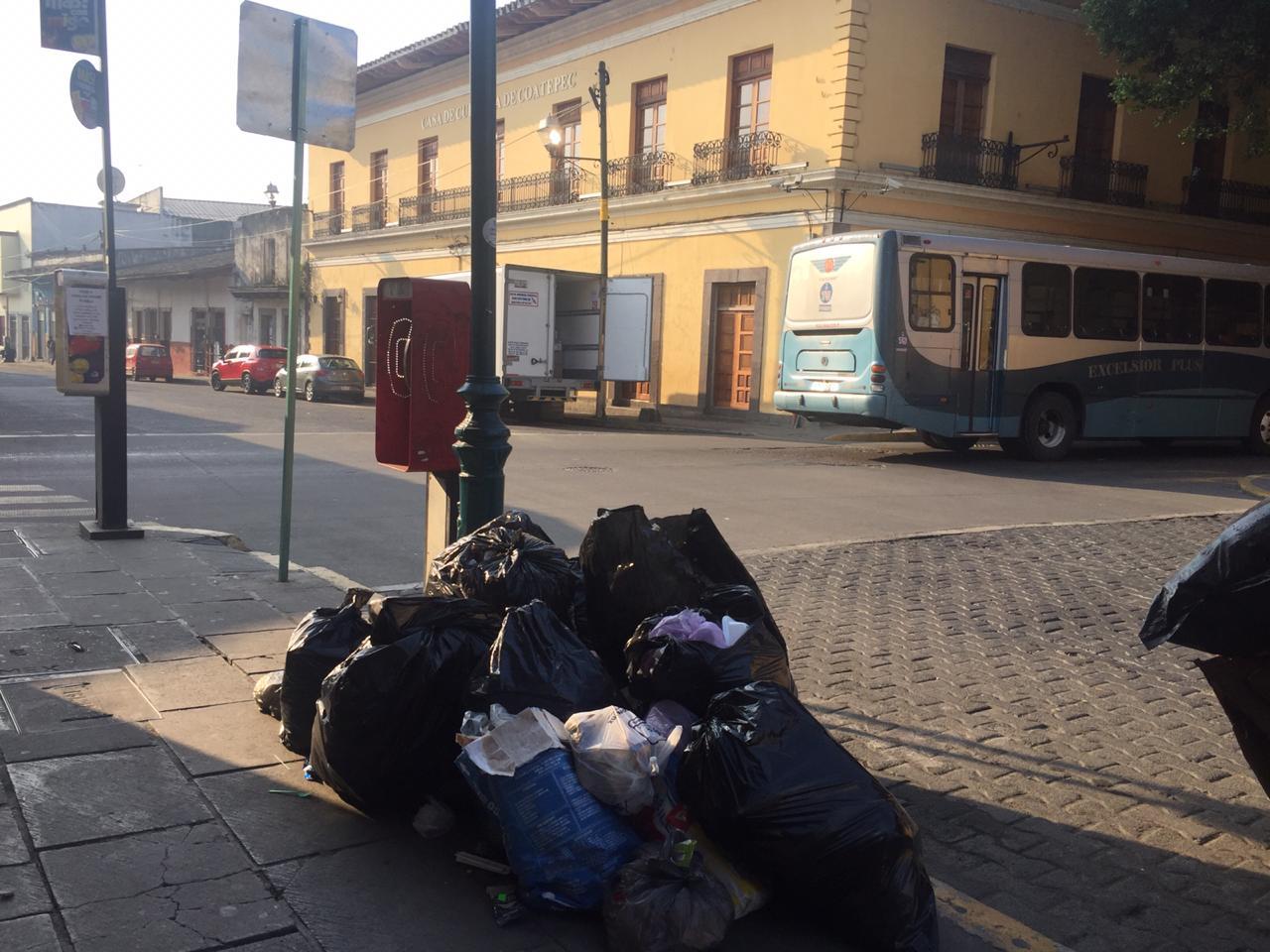 Quinto día sin recolección de basura en Coatepec