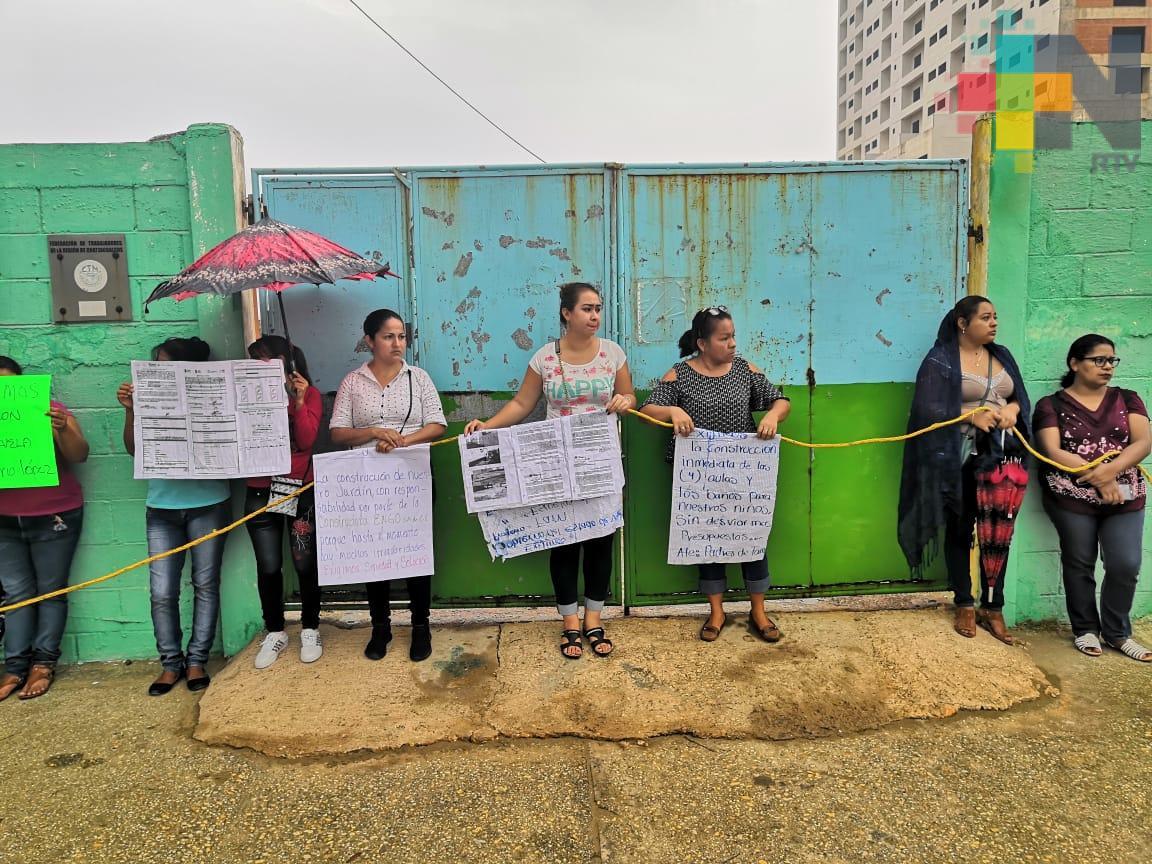Piden que concluya construcción de aulas en kinder de Coatzacoalcos
