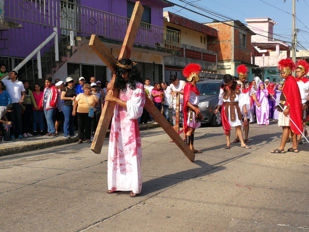 Recuerdan Vía Crusis en varias partes de la entidad; piden paz y cese de violencia