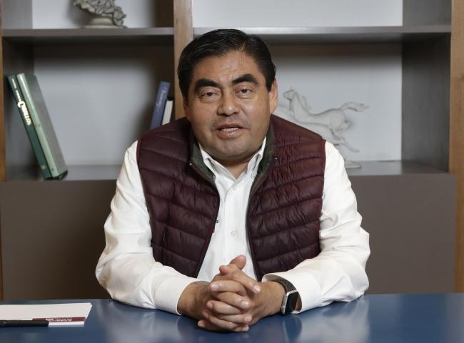 Miguel Barbosa, adelante en elección en Puebla conteo rápido