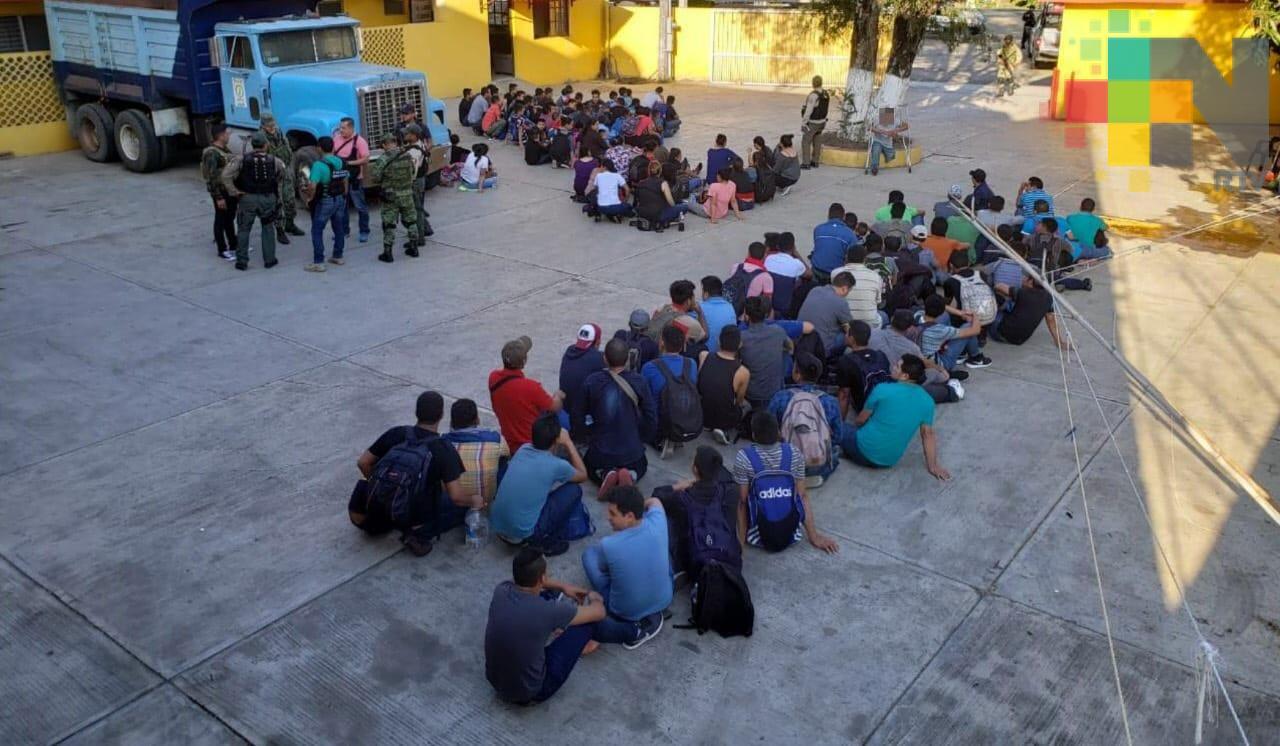 Rescatan a 143 migrantes hondureños, en Naranjos