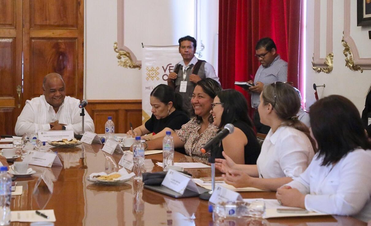 Mejorar condiciones de igualdad, justicia y desarrollo de las mujeres: Eric Cisneros