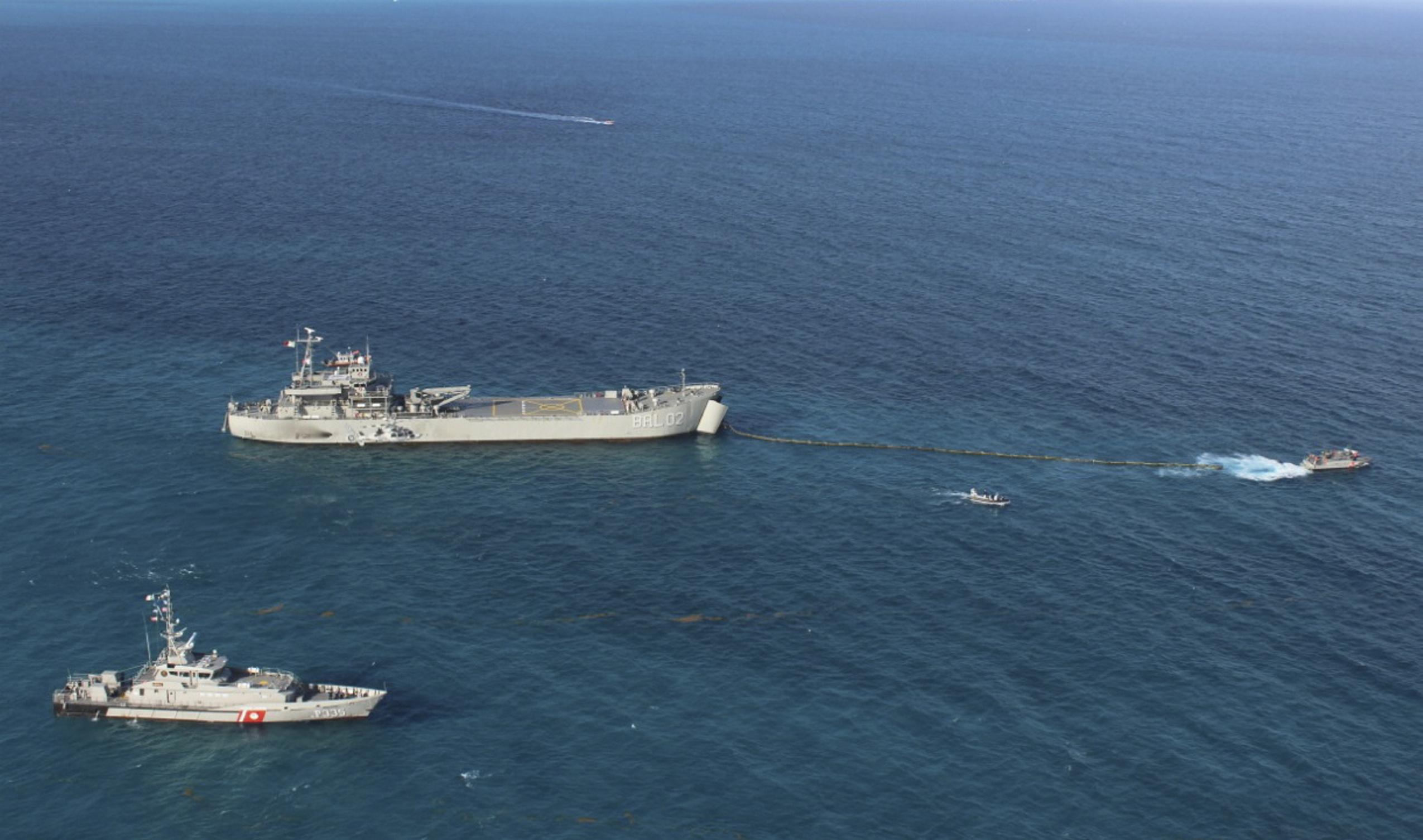 Marina combate sargazo en caribe mexicano