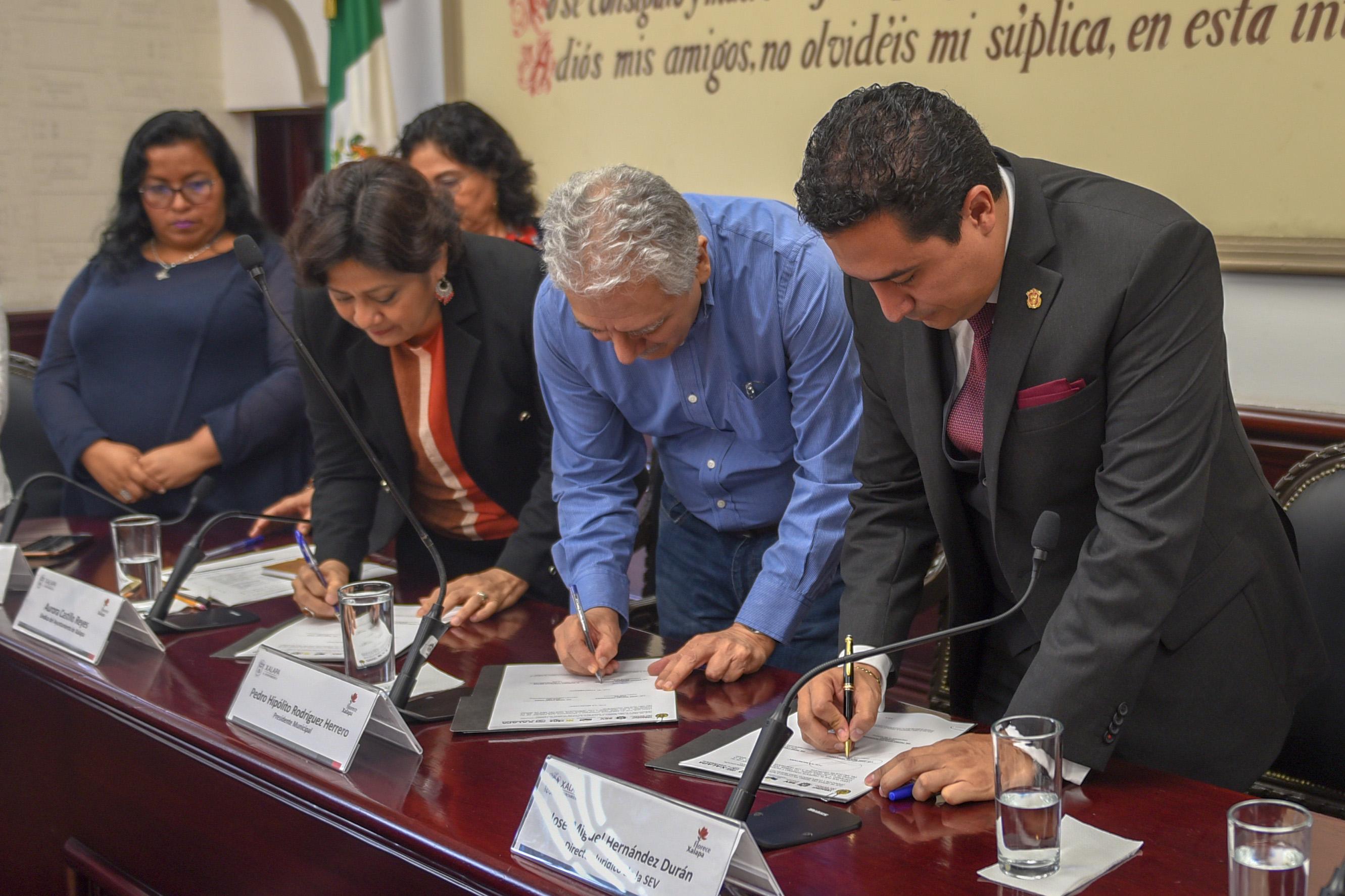 Certeza jurídica para todas las escuelas de Xalapa