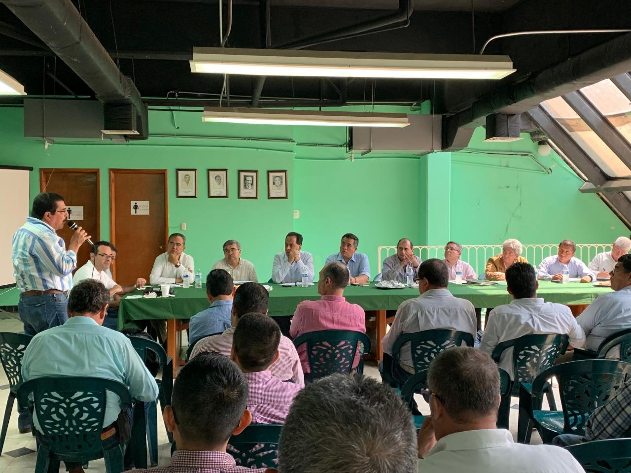 Plantea Gobierno de Veracruz reactivar la producción lechera