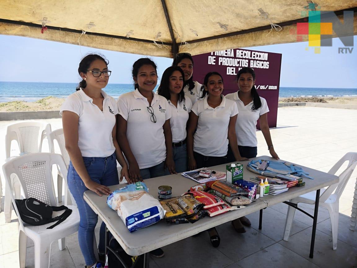 Universitarios de Coatzacoalcos realizan colecta de útiles para niños de escasos recursos