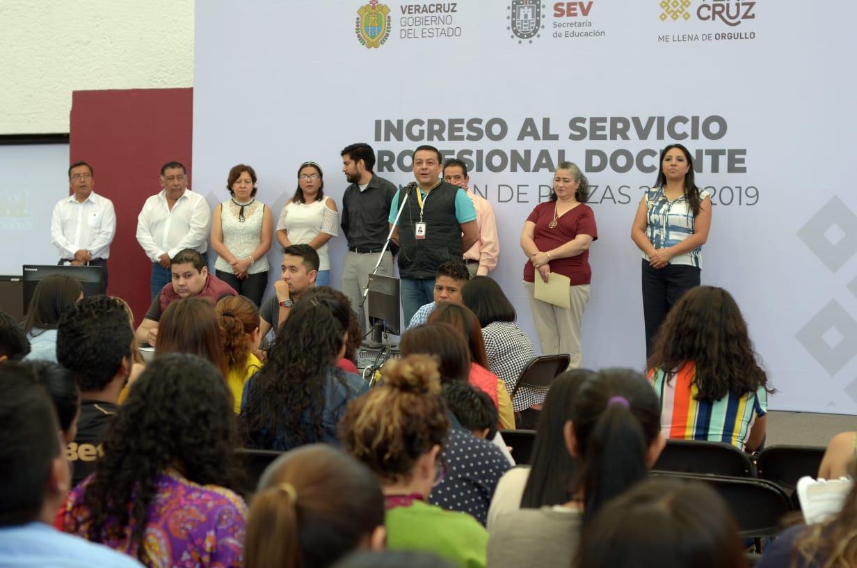 Entrega SEV 373 plazas docentes y de promoción