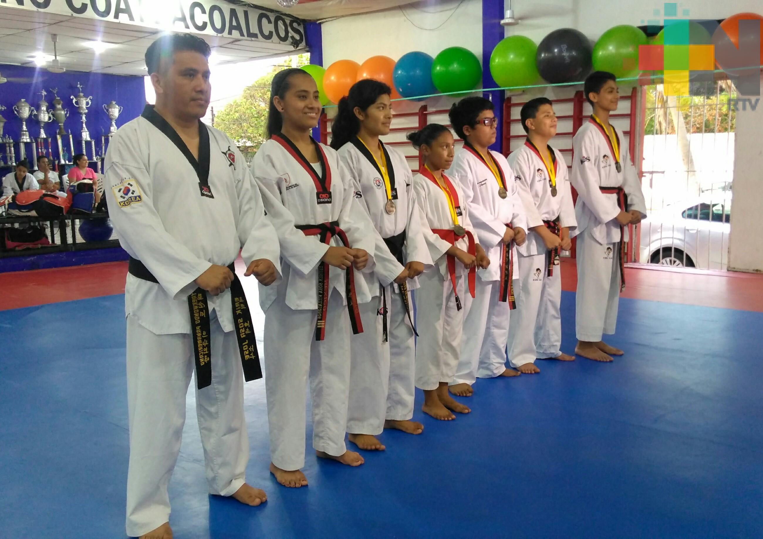 Taekwondoínes de Coatzacoalcos a Nacional de Juegos Escolares