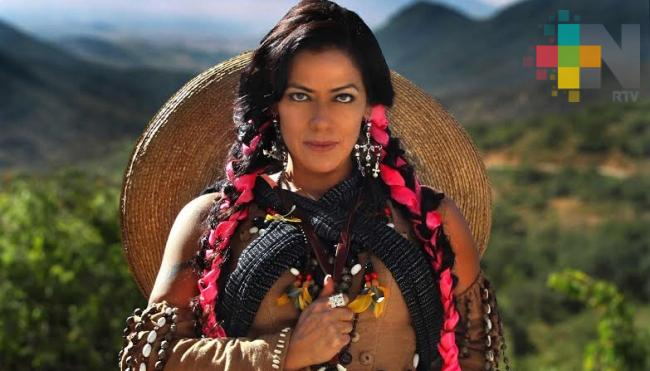 Con su música, Lila Downs apoya la educación de mujeres indígenas