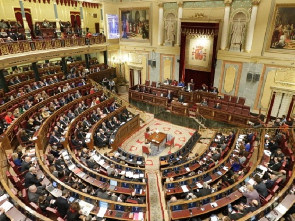 Parlamento de España suspende a legisladores catalanes independentistas