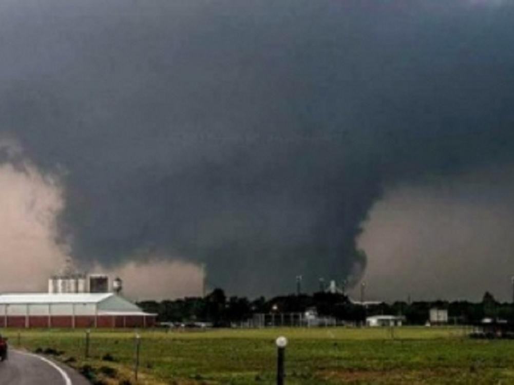 Tornado devasta Kansas City con saldo de 11 heridos y daños materiales