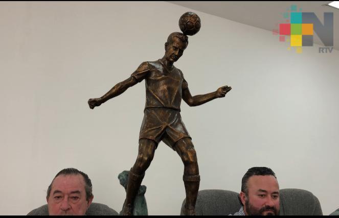 """Listos para develar estatua de Luis de la Fuente """"El Pirata"""": Cuitlahúac García"""