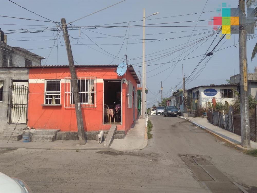 Vecinos de colonia del Boca del Río se quejan por constantes cortes de energía