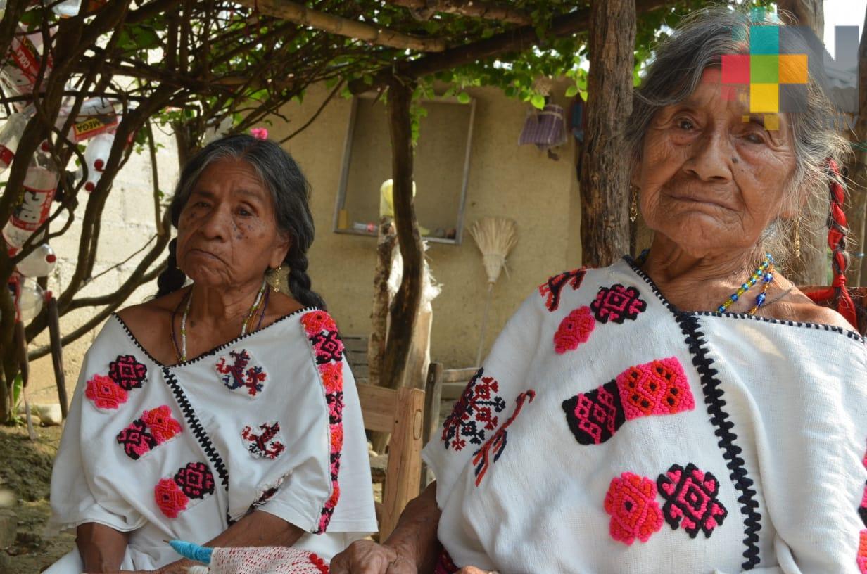 Quexquémetl, prendas elaboradas por artesanos en San Pedro Coyutla