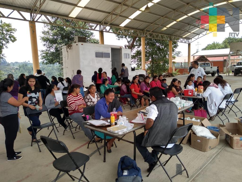 Atienden Brigadas de Salud a habitantes de Altotonga, Tatatila y Xalapa