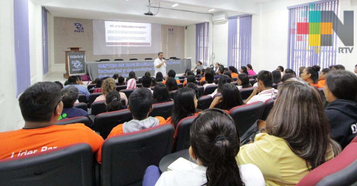 Capacita la Secretaría de Salud a voluntarios en prevención de embarazos adolecentes