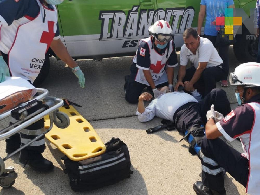 Elemento de Tránsito resulta lesionado al caer de su motocicleta, en Coatzacoalcos
