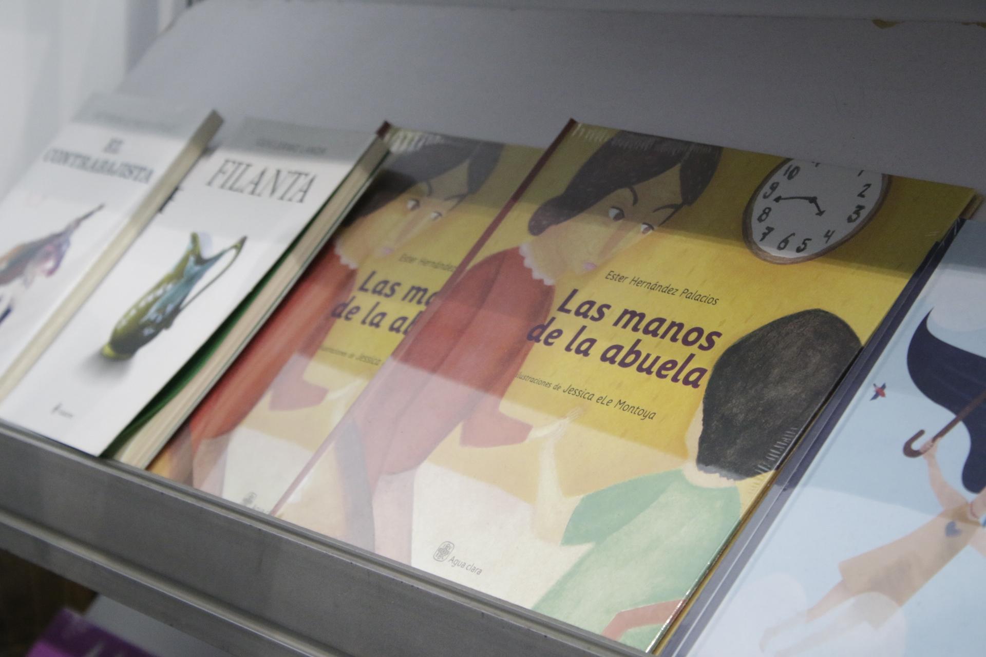 Fomento a la lectura IVEC, presente en Feria de la Lectura en Cd. Mendoza
