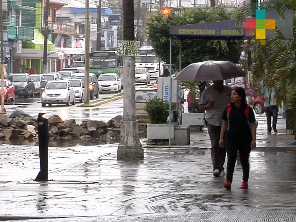 Día nublado y lluvias dispersas en Veracruz