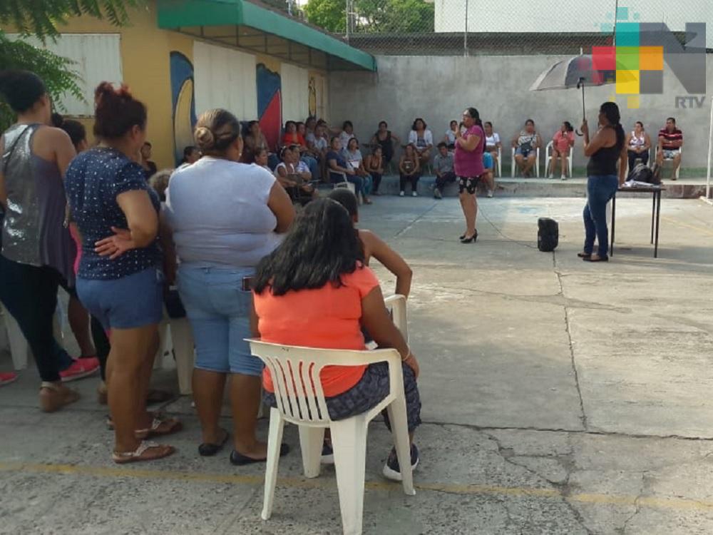 Por falta de luz y agua, recortan horario de clases en escuela de Veracruz