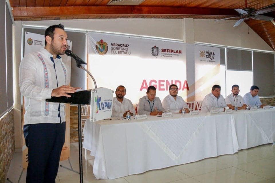 Imparte Sefiplan conferencia de Agenda Hacendaria en la Huasteca baja