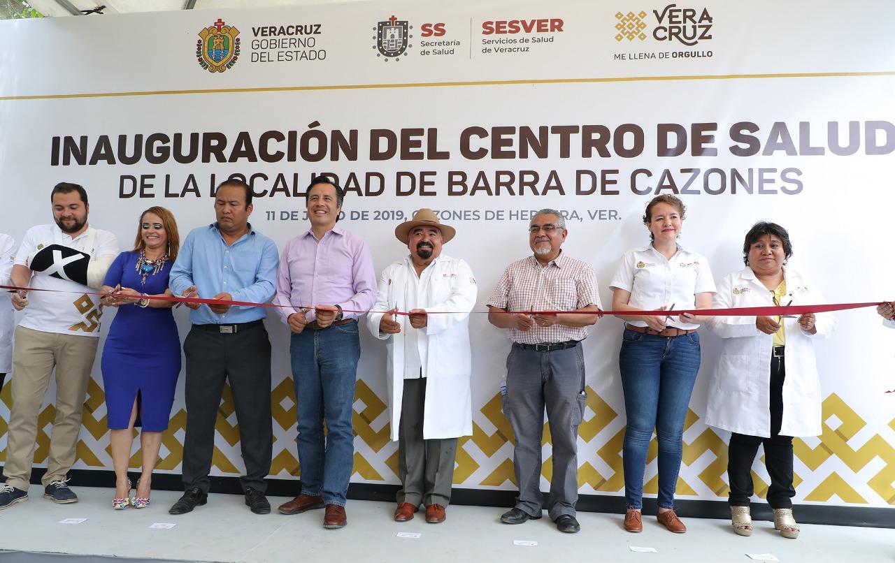 Entrega Gobernador nuevo Centro de Salud, en Barra de Cazones